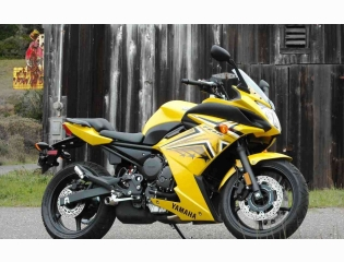 09 Yamaha Fz6r Right Wallpapers