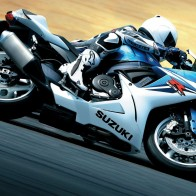 2011 Suzuki Gsx R600 Wallpapers