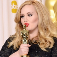 Adele Oscars Kiss Wallpaper Wallpapers