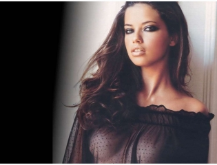Adriana Lima Black Wallpaper