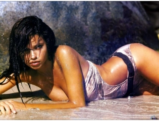 Adriana Lima On The Beach Wallpaper Wallpapers