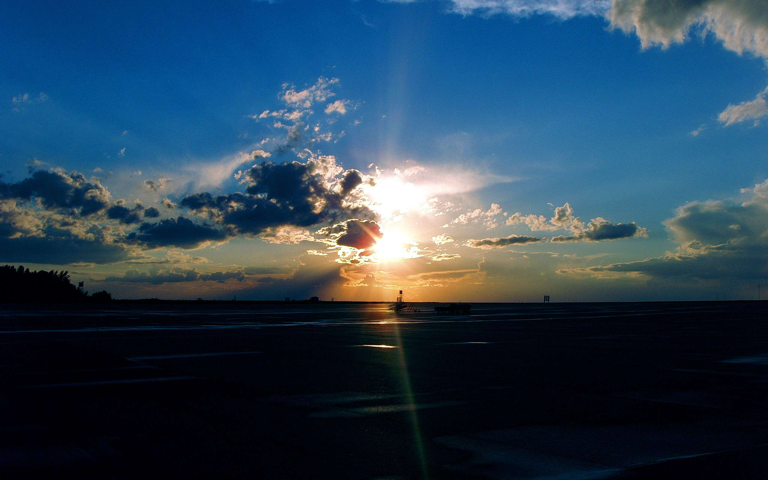 Airport Sunset Wallpapers : Hd Wallpapers