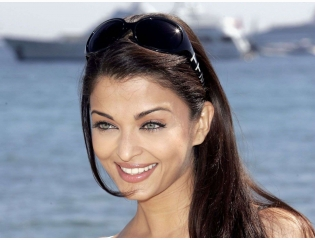 Aishwarya Rai Gorgeous Wallpaper Wallpapers
