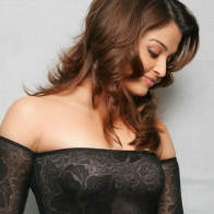 Aishwarya Rai Sweet Smile Wallpaper Wallpapers