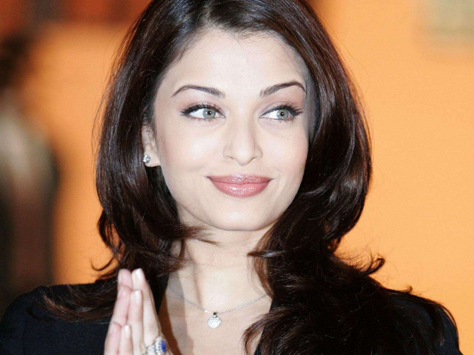 Aishwarya Rai Wallpaper 07 Wallpapers