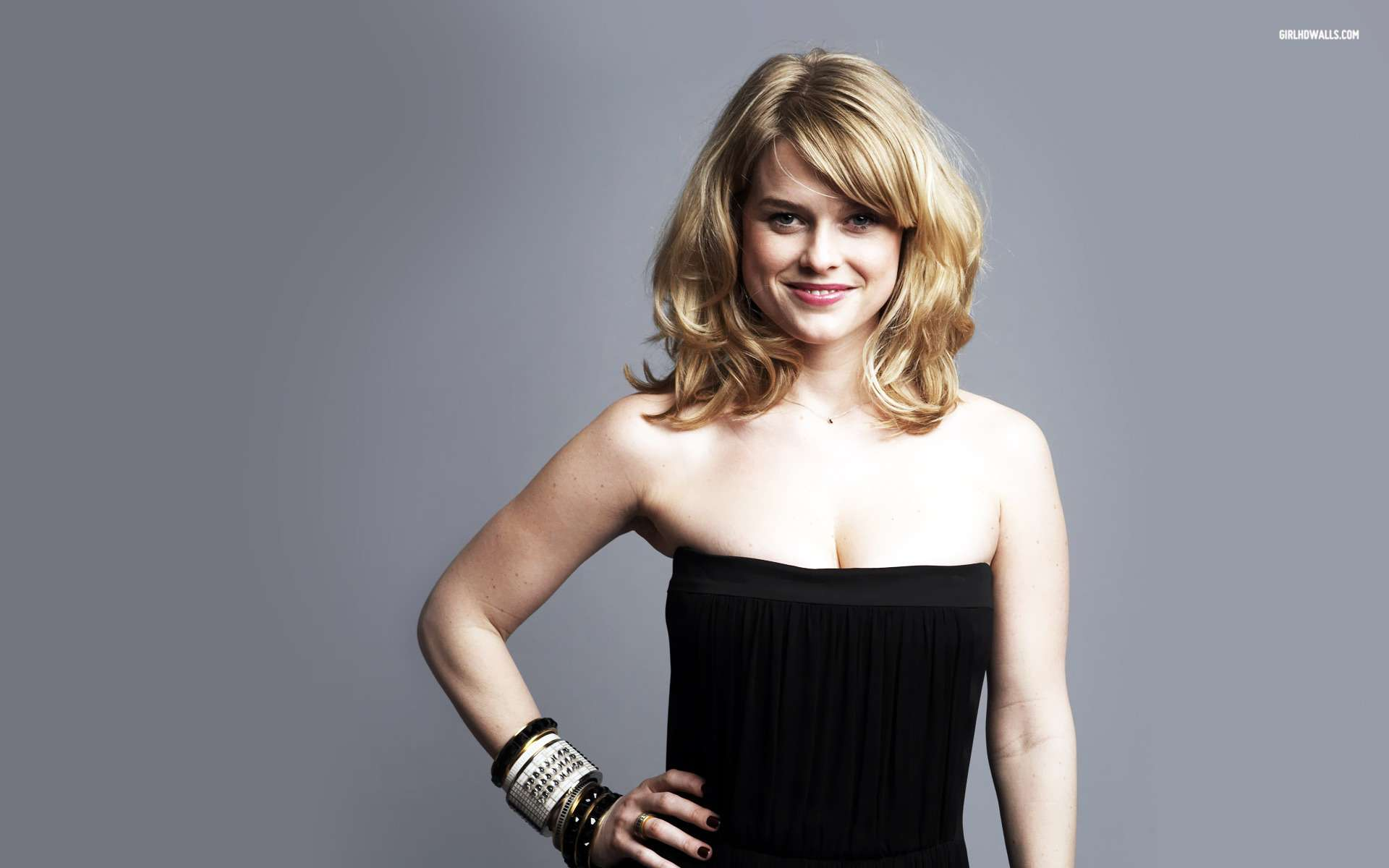 Alice Eve 3 Wallpapers Hd Wallpapers