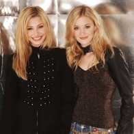 Alyson And Amanda Michalka Wallpaper Wallpapers