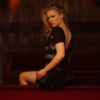 Anna Paquin Glamorous Wallpaper Wallpapers