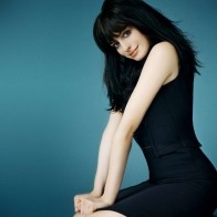 Anne Hathaway 12 Wallpapers