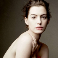 Anne Hathaway 2 Wallpaper Download