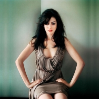 Anne Hathaway 8 Wallpapers