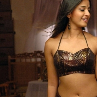 Anushka Shetty Dropping Pallu