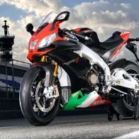 Aprilia Rsv 4 Desktop Wallpaper
