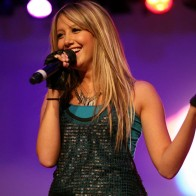 Ashley Tisdale Singing Hdtv Wallpaper
