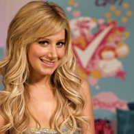 Ashley Tisdale Smile Wallpaper