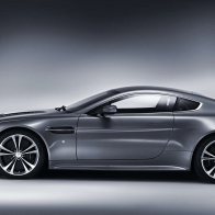 Aston Martin V12 Vantage 2 Wallpapers