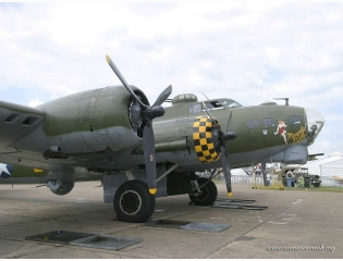 B17 G Flying Fortress Wallpaper