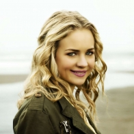 Britt Robertson 2 Wallpapers