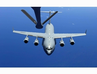 C 17 Globemaster Iii Amp Kc 135 Stratotanker Refuel Wallpapers