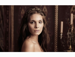Caitlin Stasey As Kenna