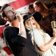 Christina Aguilera And Maroon 5 Wallpaper