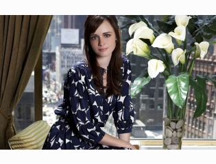 Cute Alexis Bledel Wallpaper