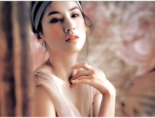 Cute Chinese Actress Eva Huang 8 Wallpaper