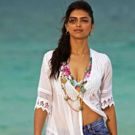 Deepika Padukone In Break Ke Baad Wallpaper
