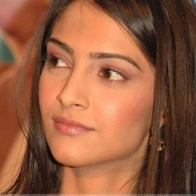 Download 18780 Sonam Kapoor