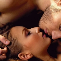Download Couple Kissing Hd Wallpaper Free