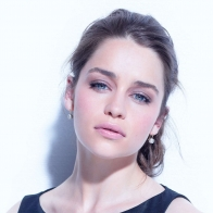 Download Emilia Clarke Wallpaper Go4celebrity