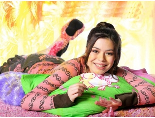 Download Miranda Cosgrove Hot Photoshoot