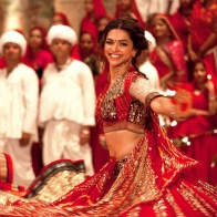 Download Ram Leela Deepika Dance Hd Wallpaper