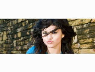 Download Selena Gomez Facebook Cover Photo