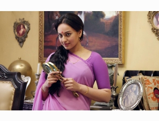 Download Sonakshi Sinha Hot Looking In Lootera Hd Images