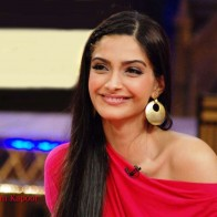 Download Sonam Kapoor Beautiful Face Hd Wallpapers