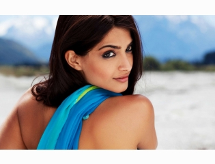 Download Sonam Kapoor Beautiful Widescreen Hd Wallpaper