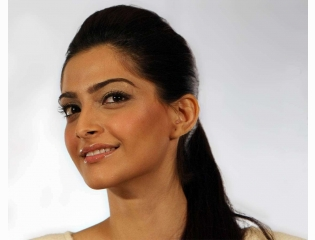 Download Sonam Kapoor Cute Face Hd Pictures