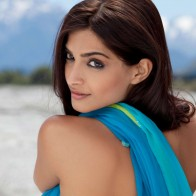 Download Sonam Kapoor Hot Wallpaper Free Download