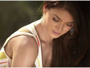 Download Urvashi Rautela Beautiful Hd Wallpapers