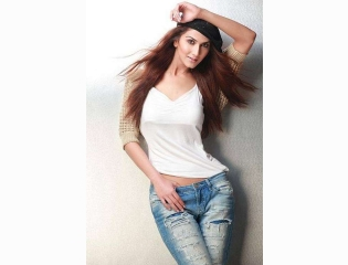 Download Vaani Kapoor Modeling Hot Pose Hd Photos