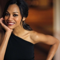Download Zoe Saldana Hot Wallpaper