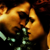 Edward And Bella In Gold Wallpaper