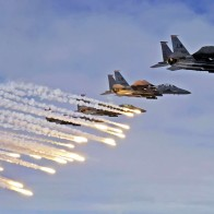 F 15e Strike Eagles Launch Chaffs Amp Flares Wallpapers