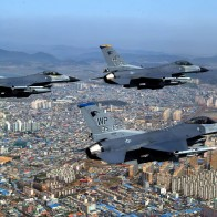 F 16 Fighting Falcons Over City Wallpapers