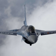 F16 Fighting Falcon 01