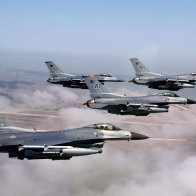 F16 S In Formation Wallpaper
