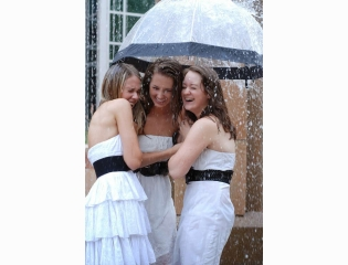 Funadress Girls In Rain 3
