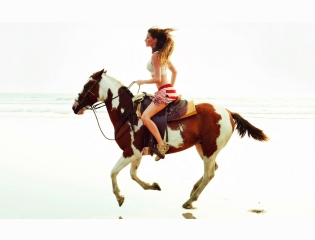 Gisele Bundchen Horse Riding