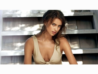 Irina Shayk 2013 Wallpaper Wallpapers
